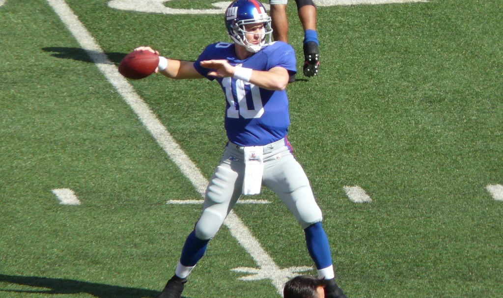 Hero 37147847 eli manning is back to pass in warm ups.