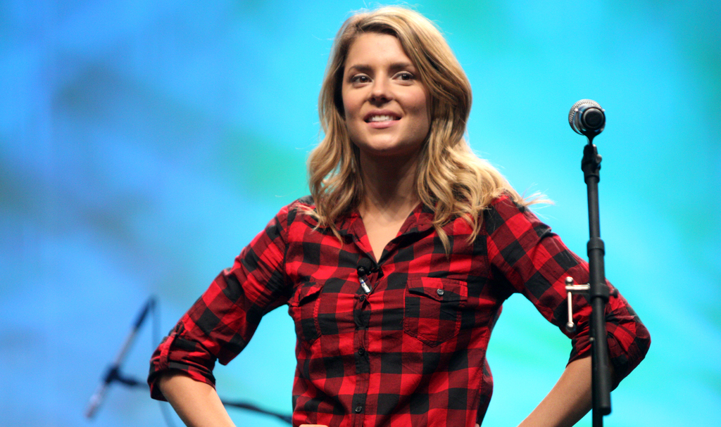 Hero 37513455 grace helbig vidcon 2012 on stage 01