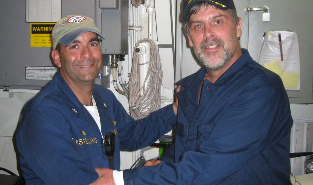 Hero cmdr. frank castellano and capt. richard phillips   090412 n xxxxn 001