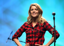 Thumb 37513455 grace helbig vidcon 2012 on stage 01
