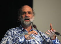 Thumb bruce schneier at cops2013 img 9133