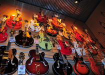 Thumb gretsch  26 other guitars  sam ash  hollywood